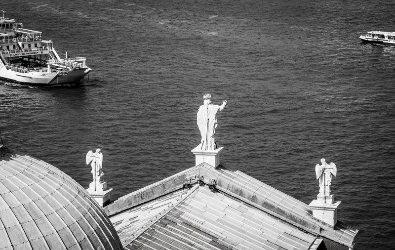 Statues at church of san giorgio maggiore roof