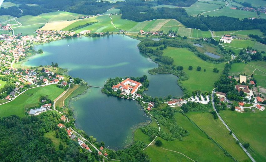 Good night! 😴 Aerial View Agriculture Rural Scene Water Lake Outdoors No People Landscape Scenics Day Green Color Beauty In Nature Nature Klostersee Germany Bavarian Landscape Seeoner Seen Kloster Seeon The Great Outdoors - 2017 EyeEm Awards Birds Eye View SeEon