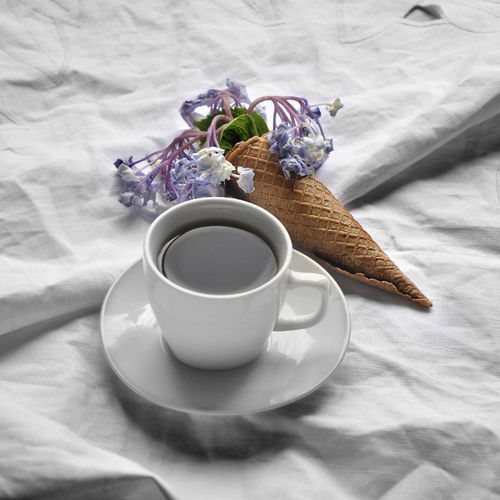 STILL LIFE Bed Close-up Coffee - Drink Coffee Cup Day Drink Flower Flower Head Food Food And Drink Freshness Healthy Eating Indoors  No People Ready-to-eat Refreshment Saucer Table Tea - Hot Drink