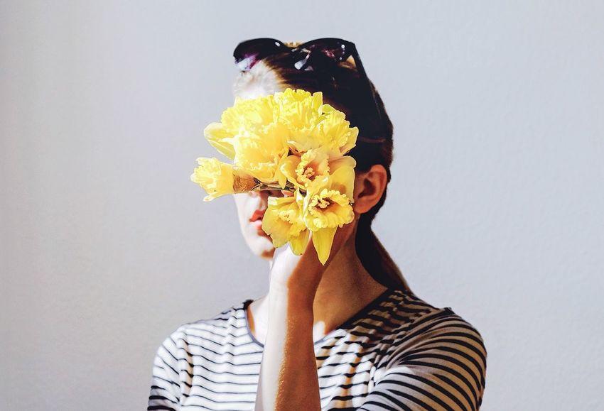 Portrait of spring Lifestyle White Background Yellow Yellow Flower Flower Portrait Of A Woman Portrait Springtime Springflowers Portrait Photography Creativity Spring Narcissus Showcase April The Portraitist - 2016 EyeEm Awards Fresh On Market May 2016 Fresh On Market 2016