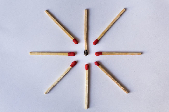 Close-up No People White Background Indoors  Minute Hand Day Indoors  Phosphorus Discrimination Indoors  Burned Phosphore Red Variation Multi Colored Matchstick In A Row Arrangement