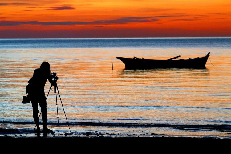 Shillouette Beach INDONESIA Tourism Destination Gerhanamataharitotal Solar Eclipse Sea And Sky Water Working Occupation Sea Full Length Men Fisherman Sunset Photographer Camera - Photographic Equipment Fishing Tripod Fishing Hook Fishing Industry Commercial Fishing Net