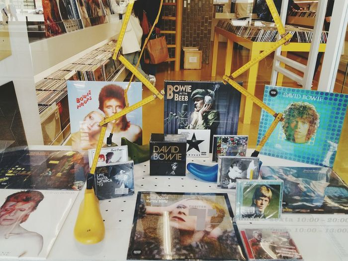 My Favorite Photo David Bowie Rock'n'Roll Rocknroll Musician Stardust Ziggystardust Music Music Photography  Store Porto Portugal Portugese Discover Your City Front View The Mix Up Vinil Portrait Famous People Beautifully Organized Travel Street Photography Interior Views Interior The Color Of Business TakeoverMusic Lieblingsteil EyeEm Diversity