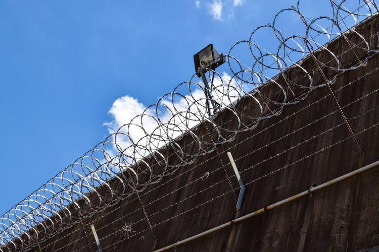 Wall Barbed Wire Razorsharp Razorwire Skies Razorwire Jail Gaol Old Jail Walls Wallporn
