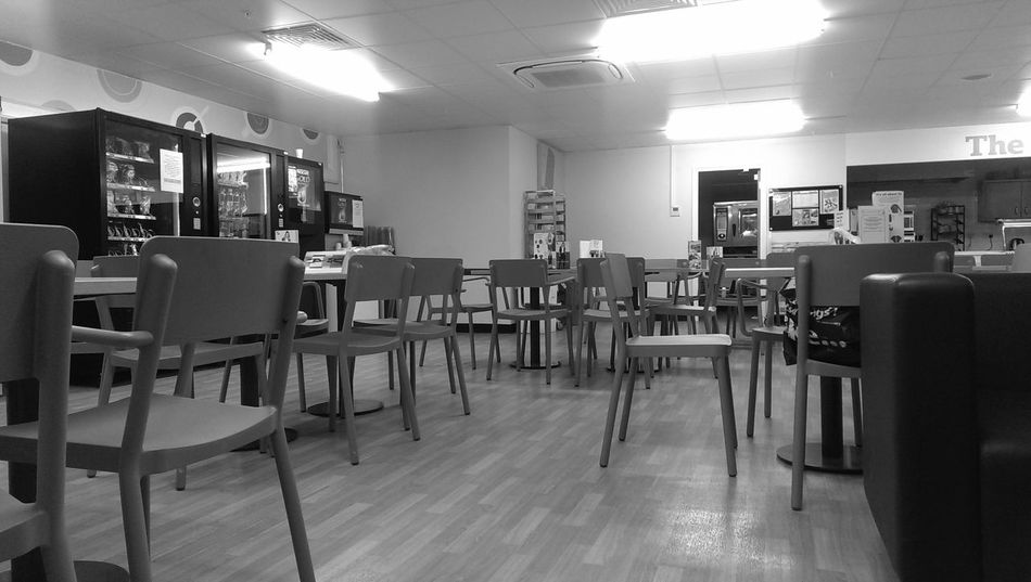 5am waiting to start work, in the canteen !! Relaxing EyeEm Best Shots - No Edit Fun #instagramers #TagsForLikes #food #smile #pretty #followme #nature #lol #dog #hair #onedirection #sunset Swag Throwbackth [ EyeEm Best Shots