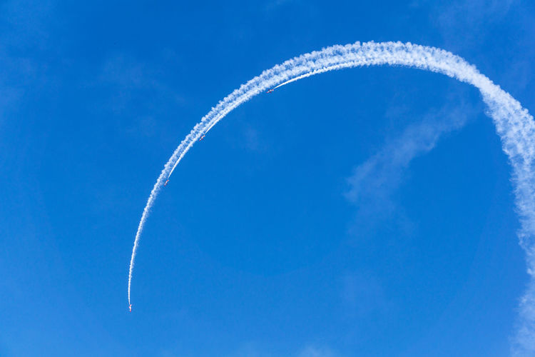 Aerobatics Air Vehicle Airplane Airshow Blue Cloud - Sky Day Directly Below Flying Low Angle View Mode Of Transportation Motion Nature No People on the move Outdoors Plane Sky Smoke - Physical Structure Speed Trail Transportation Vapor Trail