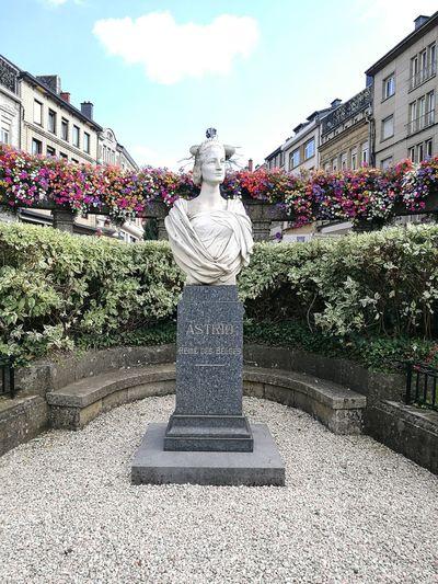 Belgique Belgium Flowers Parks Gardening Architecture Green Queen Sculpture