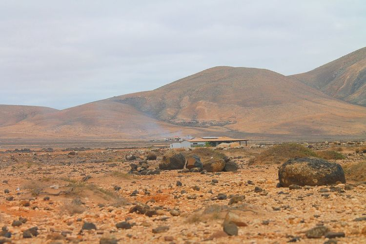 Stonemountain Landscape_Collection Fuerteventura Deserts Around The World Twillight Perfect Match Seeing The Sights Places You Must To See Pattern Pieces Mountain View Mountains Desert Beauty Desert Landscape Landscape_photography House Facade Building Exterior Street Photography Urban Landscape White Wall