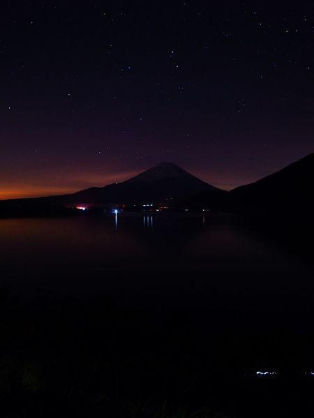 Stars Star - Space Night Beauty In Nature Tranquility Tranquil Scene Mountain Mt.Fuji Silhouette No People Illuminated Lake Clear Sky Motosuko Waterfront Japan Photography 本栖湖 Olympus OM-D E-M5 Mk.II なぜか位置情報が消えてしまっていますが、本栖湖😓