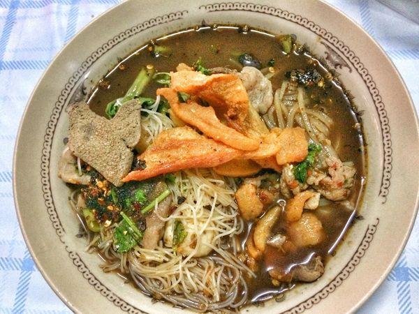 กินก๋วยเตี๋ยวน้ำตกกันด้วยไหม? Noodles Food And Drink Plate Food Indoors  Seafood Ready-to-eat Healthy Eating No People Soup Freshness Bowl Close-up Day