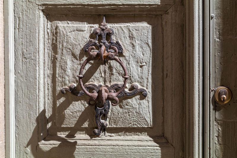 Sunlight Doorknob Old Doorknocker Filigran Iron Construction Light And Shadow Lock Old Paint Wooden Door