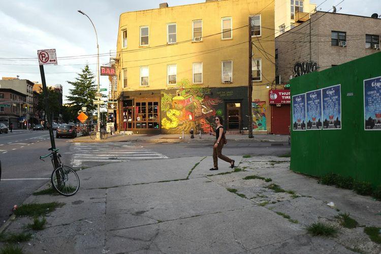 Williamsburg, July 2016 Williamsburg, Brooklyn  Williamsburg Brooklyn NYC Streetphotography Street Photography Streetphoto_color Leicaq Street Art Streetart
