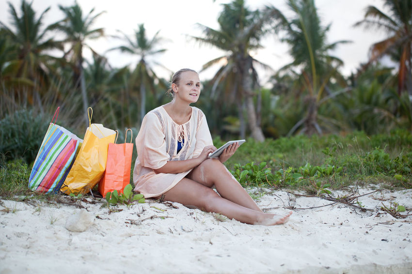 Beach Caucasian Computer Dreamy Happiness Horizontal Leisure Pad Sand Shopping Shopping Bag Smile TAB Tablet Touch Pad Touchscreen Tropical Woman Young Women