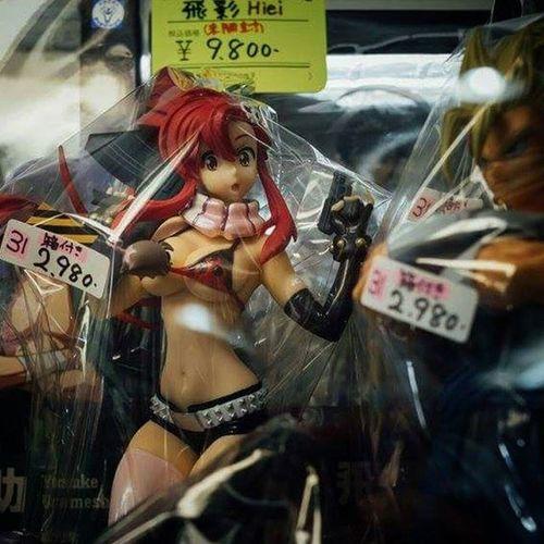 Well fancy bumping in to @katyuskamoonfox in Tokyo today LOL Yoko Katyuskamoonfox Yokolittner GurrenLagann Model Doll Figurine