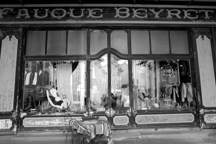 Antiques Black & White Blackandwhite Blackandwhite Photography Built Structure Chair And Table Eye4photography  EyeEm Best Shots EyeEm Gallery EyeEmBestPics Façade Famous Place France Glass - Material Isle Sur Sorgue Isle-sur-la-Sorgue L'Isle-sur-la-Sorgue, France Monochrome Photography Old Things Provence Shop Window Shop Window Reflection The Week On EyeEm Transparent Window