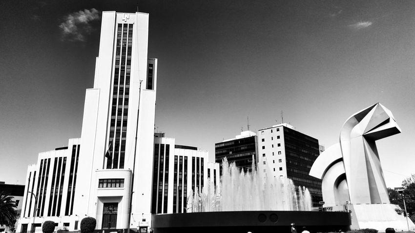 Lotería Nacional y el Caballito. Art Deco Architecture Paseo De La Reforma Lotería Nacional Escultura El Caballito En Av Reforma México City