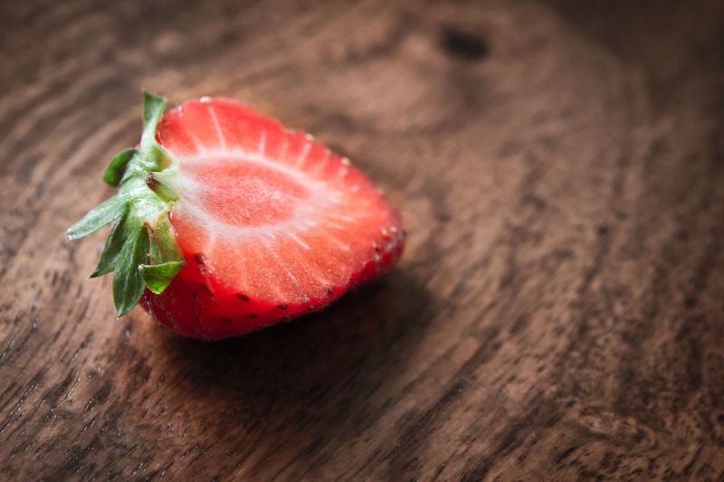 Close-up Day Food Food And Drink Freshness Fruit Healthy Eating Indoors  Nature No People Ready-to-eat Red Ripe Strawberry Sweet Food Table Wood - Material
