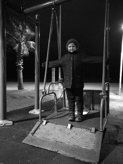 Real People Lifestyles Childhood Night Outdoors Winter Yalova Turkey Nightlife Yalovasahili Nightphotography City Social Issues Huaweiphotography Relaxing Day
