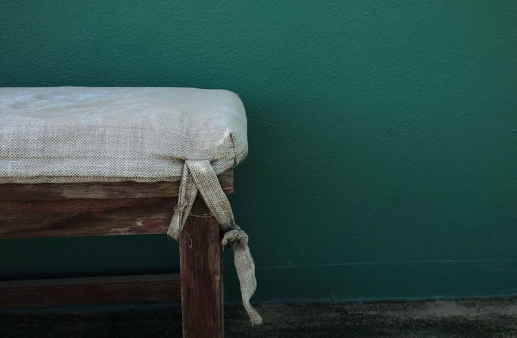 Abandoned Places Bench Copy Space Day Green Wall High Resolution Light And Shadow Muted Colors No People Shabby Chic Silence Tennis Court Tranquil Scene Tranquility Vintage