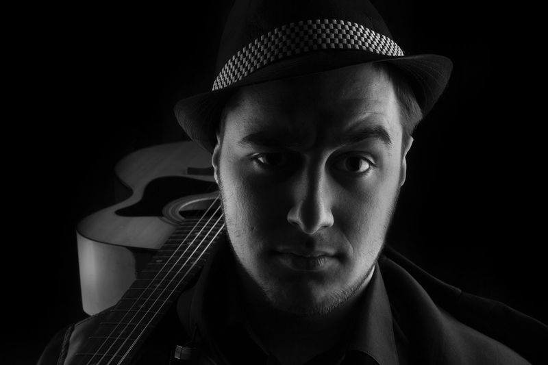 Gitarre Gitar ❤️ Blackandwhite Photography Black And White Blackandwhite Music Musician One Man Only Adults Only Portrait Only Men One Person Hat Headshot Dark Adult Front View Young Adult Jazz Music Studio Shot Singer  Arts Culture And Entertainment Musical Instrument Looking At Camera Black Background