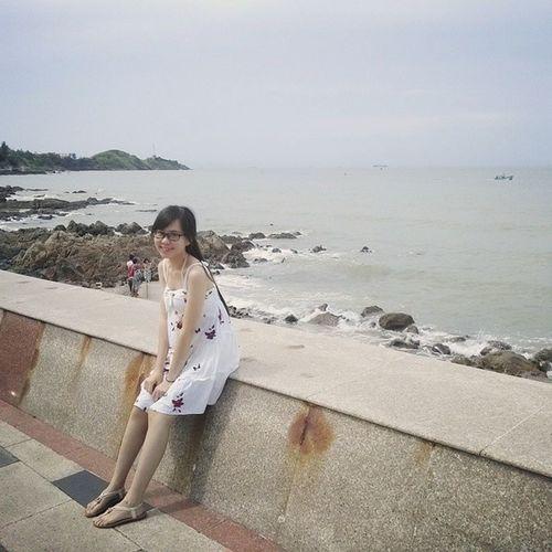 Mặc đầm trắng tung tăng biển :3 cám ơn phô tô ráp phờ @billquan Hè2014 Vungtau Vui Lalala