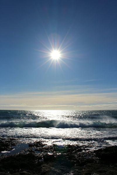 Mer Vague Roche Oiseaux Nuages Scintillement Ecume Rocher Contre-jour Soleil Algues Cerf Volant Sea Beach Horizon Over Water Sun Sunlight Sunset Water