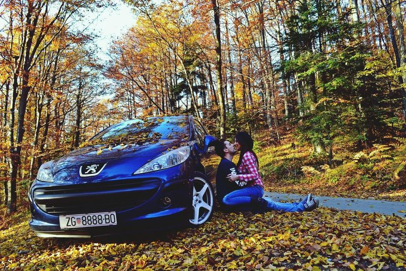 Full Length Tree Outdoors Day Forest Nature Beauty In Nature Young Adult People Adult Love Valentine's Day  Biglove❤ Iloveyou Peugeot Peugeot207 Volimstosevolimo Imissyou Women Beauty EyeEmNewHere Lieblingsplatz Enjoying Life Enjoying The Sun Lieblingsteil