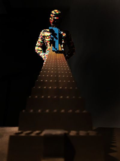 Desafio Obstaculo Obstaculos Challenge Degraus DegrausDaVida ArtWork TheArtoftheBrick Altura Sculpture LEGO Art And Craft Darkness Subir Lookingup Looking Up