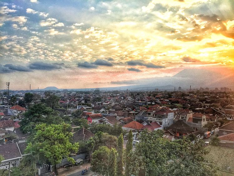 Malangcity Hotel Window Evening Mountain View City Sunset