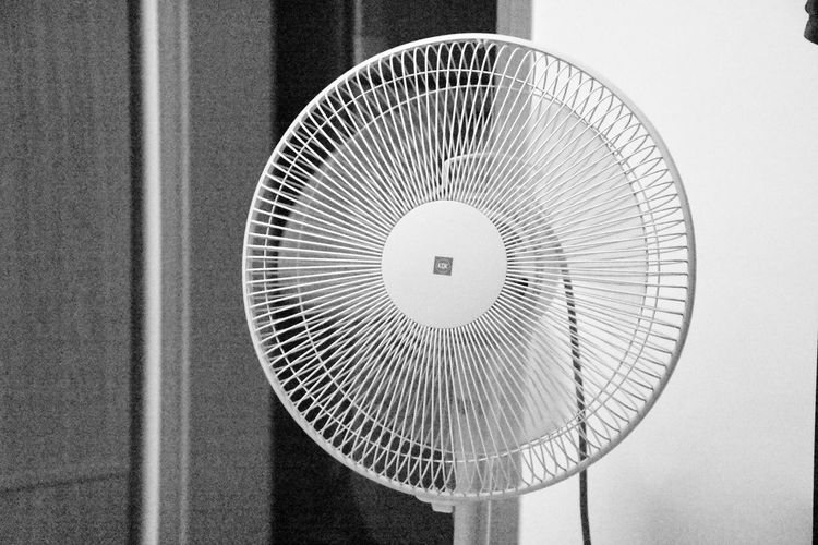 Black And White Circle Close-up Electric Fan Fan Freeze Frame High ISO High Shutter Speed Indoors  No People