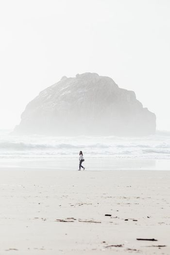 Face Face Rock Oregon Oregon Coast Vista Adventure Hiking Woman Stroll Minimalism Beach Beach Full Length Sand Sea Outdoors One Person Adults Only Adult Vacations Scenics Horizon Over Water Nature Beauty In Nature Landscape Go Higher