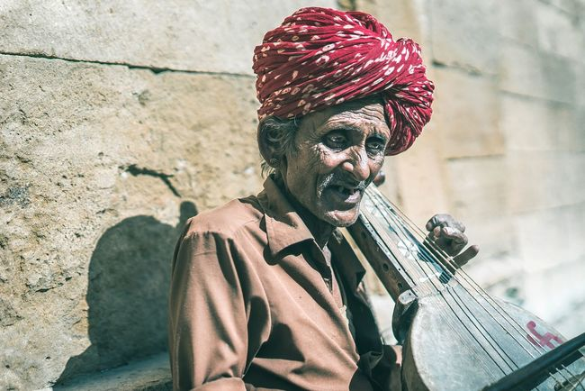 Guru Ravanahatha India People Of The World People Of India Natgeo Sonyimages Travelportrait Sonyalpha A7s Travelphotograpy Travelmoments KonicaMinolta Travelportraits Traveindia Portraiture EyeEm Selects Adults Only Redhead Only Women Musician Arts Culture And Entertainment Music Musical Instrument Portrait City The Photojournalist - 2018 EyeEm Awards The Traveler - 2018 EyeEm Awards