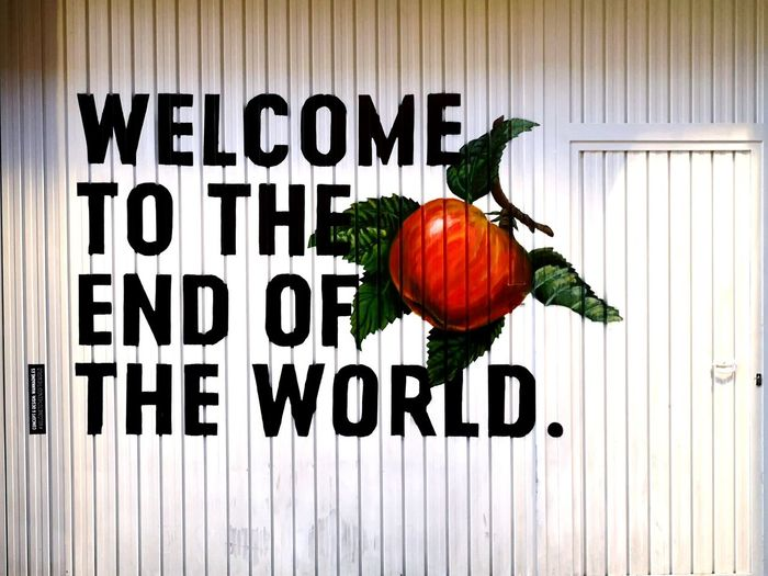 Bienvenidos al fin del mundo EyeEm Gallery Eyemphotography Streetphotography Graffiti Red City Message Wall Wall Art The End The End Of The World Tomato Garage Lines Price Tag Pumpkin Vegetable Supermarket Backgrounds Squash - Vegetable Vegetarian Food