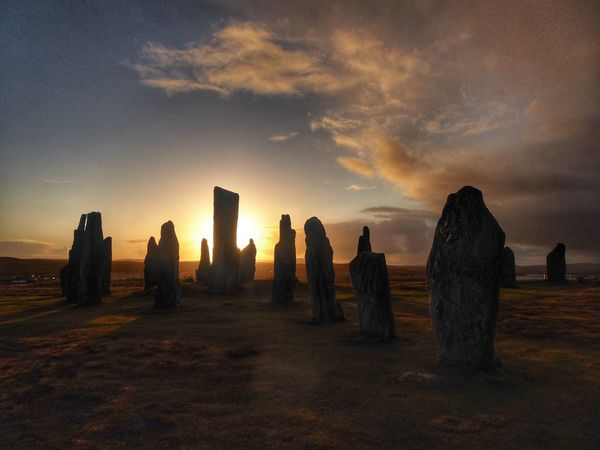 Sunset at the Standing Stones of Callanish... Outlanderseries Outlander History Through The Lens  Scotland Callanish Standing Stones Callanish Scotlandsbeauty Isle Of Lewis Sunrise_sunsets_aroundworld WeatherPro: Your Perfect Weather Shot Outer Hebrides VisitScotland Sunset #sun #clouds #skylovers #sky #nature #beautifulinnature #naturalbeauty #photography #landscape Autumn Mood