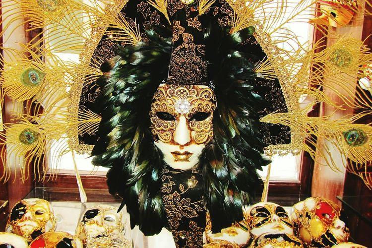 Carnival Mask Carnival Crowds Statue Sculpture Gold Colored Close-up Outdoors Animal Themes Day Maskenball Mask Collection Maske  Venice, Italy Maske  Karneval Brasilemfotos Venizianische Maske Carnival Crowds And Details