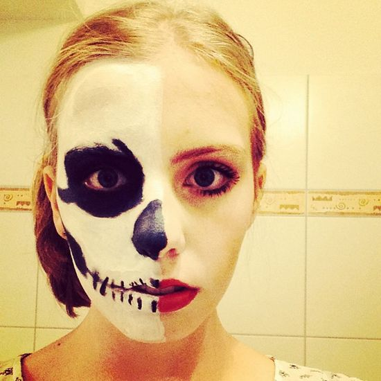 Zum Ausgehen ;D Schminken Skull Lady Eyes tag unserherbst ich pauline photooftheday swag funny fun follow girl germangirl hair like like4like crazy blueeyes beauty bestoftheday night me 2013
