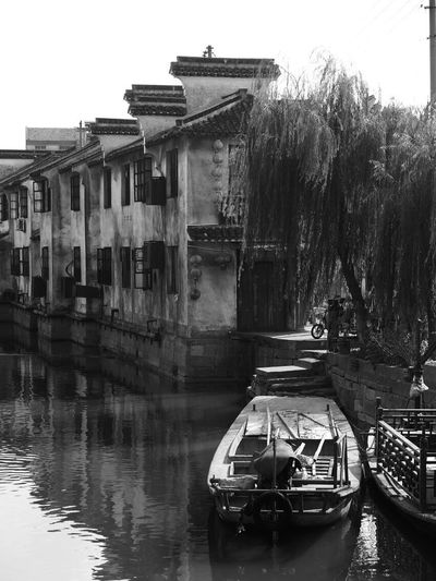 EyeEmNewHere EyeEm Best Shots Boat Water EyeEm Gallery Photography The Week On EyeEm EyeEm Eyeemphotography River Watertown Travel Traveling Travel Photography Blackandwhite Black And White Boats China