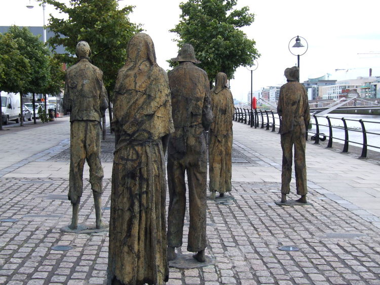 City Day Emigrate Faceless Famine Memorial Leaving Outdoors Struggle For Existence