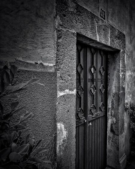 Built Structure No People Textured  Architecture Outdoors Street Streetphotography Blackandwhite Photography Blackandwhite Check This Out Darkness And Light Donwtown Mexico Mexicourbano Queretaro Center Downtown Querétaro Downtown Querétaro Door