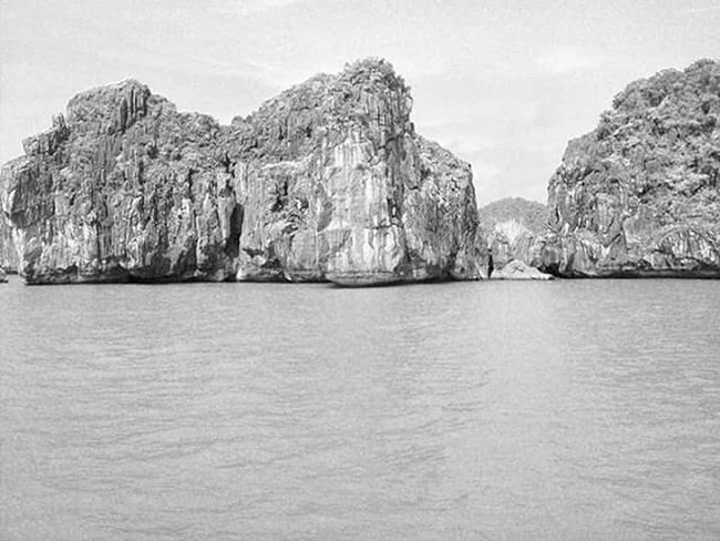 Halongbay Vietnam ASIA Southeastasia Travelling Travel Backpacker Freedom Landscape Ocean Bw_crew Bw_lover Bw_awards Nationalgeographic Natgeoit Natgeo Nature Wild Wonderfulplaces Igersitalia Igers Thewall Blackandwhite Monochrome
