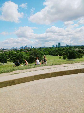 하늘과 맞닿은 언덕 프림로즈힐🌾.. 날씨도 완벽해 Europe United Kingdom London Primrose Hill