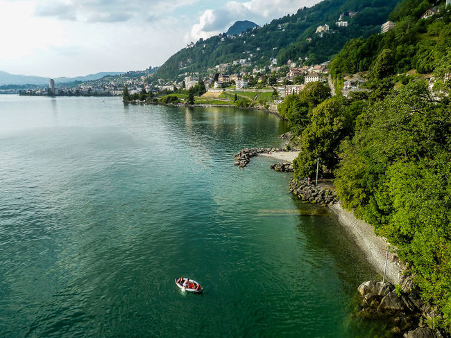 One of European's most fascinating castles welcomes you in Switzerland. More about the history: Boat Castle Château Europe Heritage Historic History Lake Lakeshore Montreux Outdoors Photography Switzerland Travel Travel Photography Traveler Travelgram Traveling Veytaux View Visit Water Waterfront