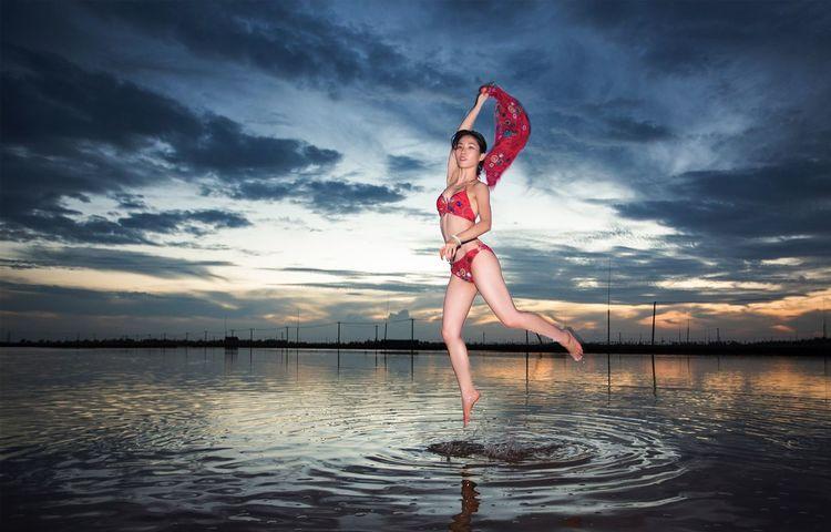 好心情(1) Water Full Length Sky Cloud - Sky Reflection One Person Portrait
