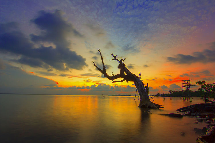 Sunset di pulau