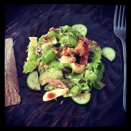 обалденный пестрый салат пп правильноепитание здороваяеда айсбергсалат огурцы яйцо рыбка соевыйсоус безумно вкусно!!!! мой ужин после тренировки!