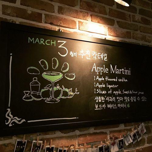 3월의 추천 칵테일은 애플 마티니!! Recommanding Cocktail of March is Apple Martini!! Cocktail Liqueur Liquor Bar Korea Vodka Mixology