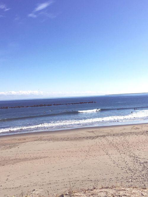 今年の初乗り〜‼️青空だったし、風も弱かったし、気持ちいい初乗りになりました😊✨☀️☀️✨🏄♂️ 初乗り 波乗り サーフィン Beach Sea Sand Nature Beauty In Nature Water Tranquility Outdoors