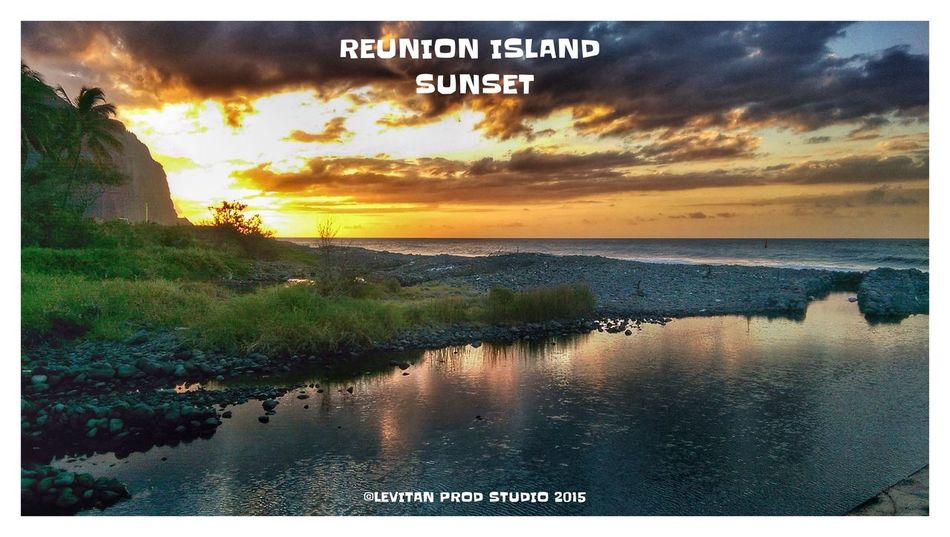 Sunset Barachois Hanging Out Taking Photos Hello World Enjoying Life Sunset #sun #clouds #skylovers #sky #nature #beautifulinnature #naturalbeauty #photography #landscape Reunion Island Beachphotography ST DENIS