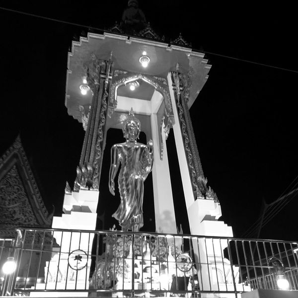 Pray Bhudha Sculpture Low Angle View Night RAMA9 I Love King King Bhumipol Adulyadet BhuddainthaiKing Of Thailand Bangkok Inmymemories Thailand🇹🇭 BhuddasFace