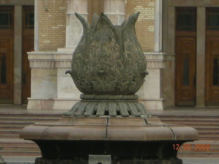 Statue of old building